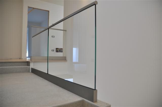 Profilo parapetto vetro