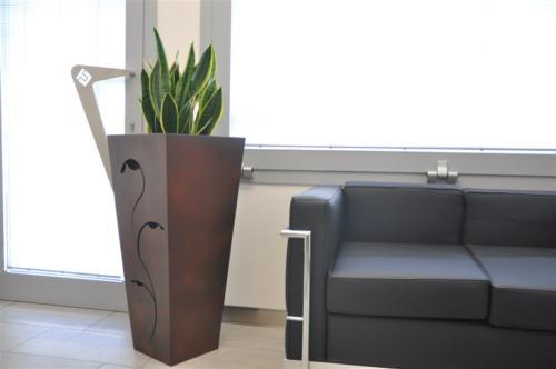 A02-Vaso moderno in ferro