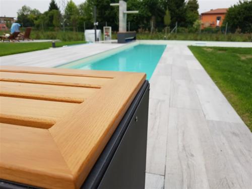 A04-Panca in ferro e legno per esterni