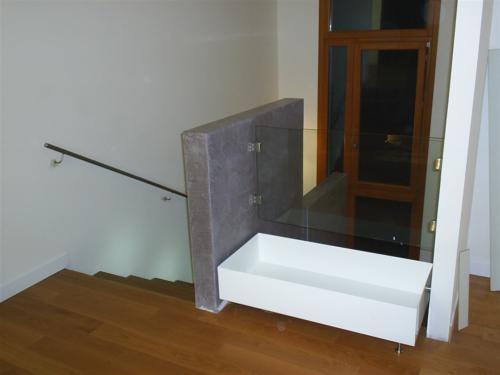 A10-Fioriera in ferro con parapetto in vetro e acciaio