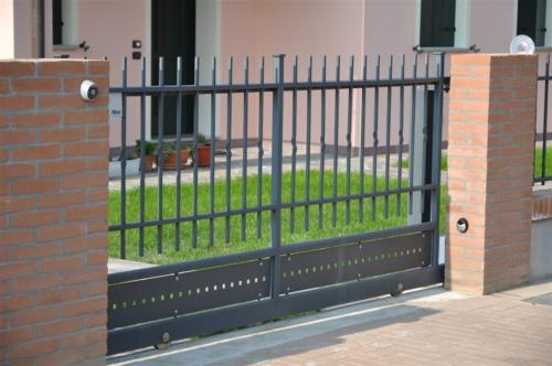 B06-Cancello scorrevole in ferro