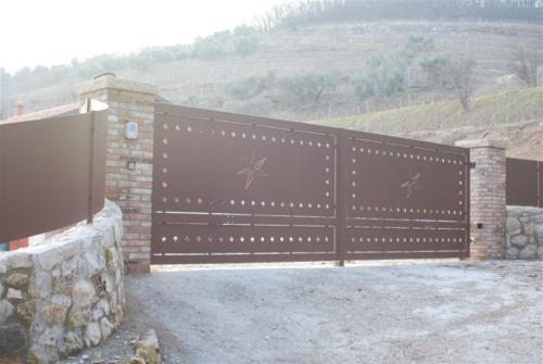 B10-Cancello carraio zincato e verniciato