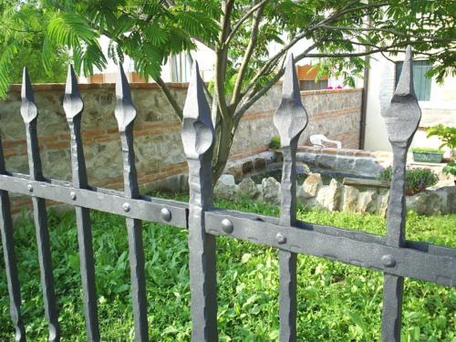 B109-Recinzione con lance in ferro battuto