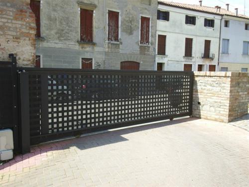B110-Cancello scorrevole in ferro