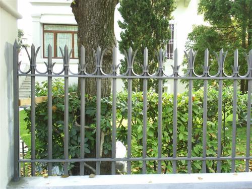 B119-Paletti in ferro per recinzione
