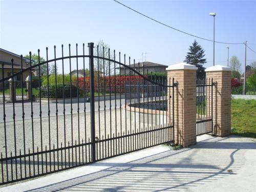 B120-Cancello carraio in ferro
