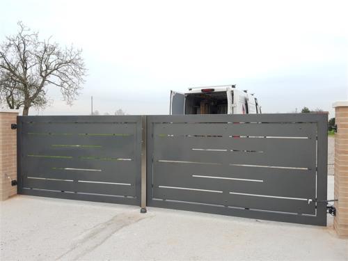B25-Cancello a due ante in lamiera