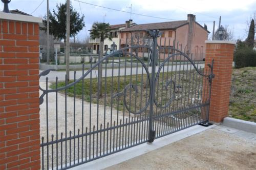 B26-Cancello carraio in ferro battuto