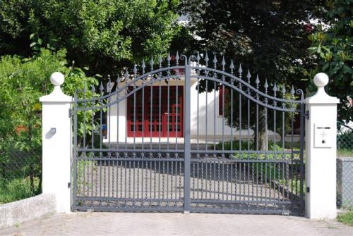 B37-Cancello carraio in ferro