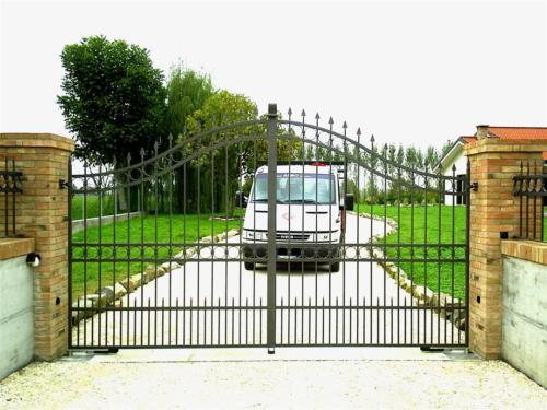 B41-Cancello in ferro battuto