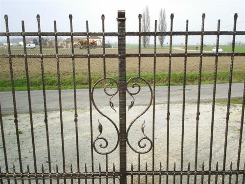B43-Cancello ferro battuto con fregio