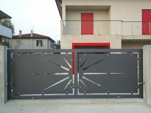 B44-Cancello carraio con disegno laser
