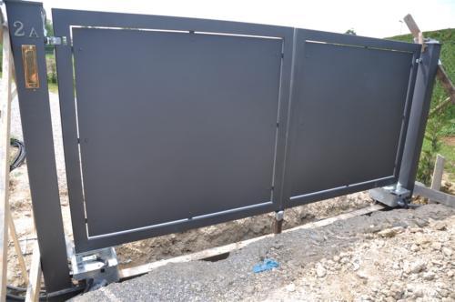 B73-Cancello con lamiera cieca