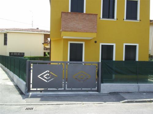 B87-Cancello carraio