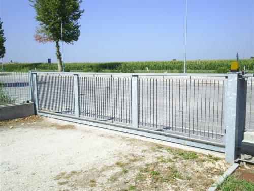 B99-Cancello zincato