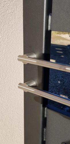 Cancello carraio e pedonale in ferro dal design particolare (1)
