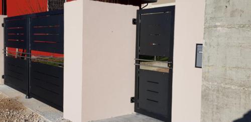 Cancello carraio e pedonale in ferro dal design particolare (2)
