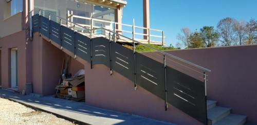 Cancello carraio e pedonale in ferro dal design particolare (5)