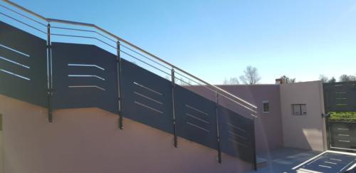 Cancello carraio e pedonale in ferro dal design particolare (6)