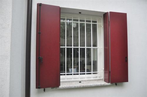 D17-Inferriata con paletti verticali e orizzontali