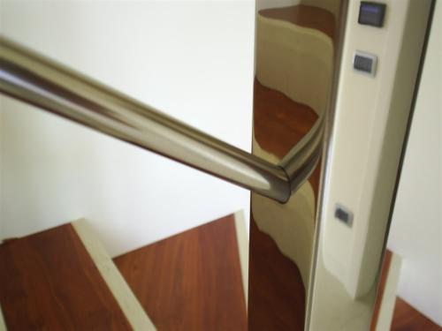 E100-Montante lucido a specchio