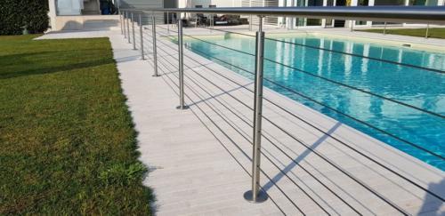 E37-Parapetto piscina in acciaio inox