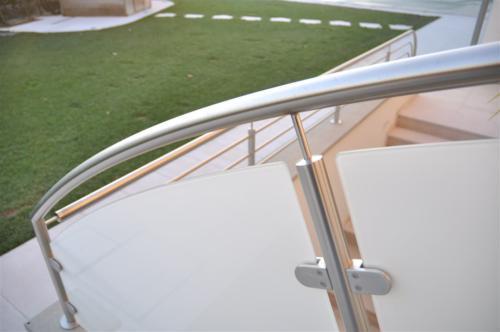 G09-Parapetto esterno in vetro satinato