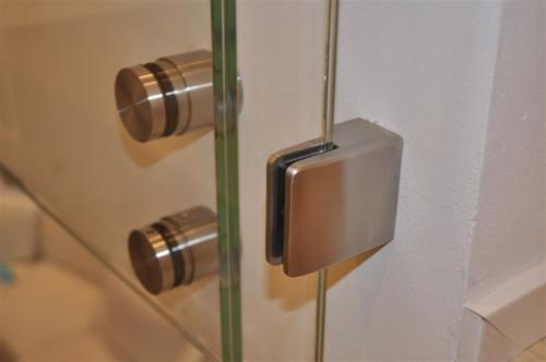 G115-Fissaggio vetro parapetto