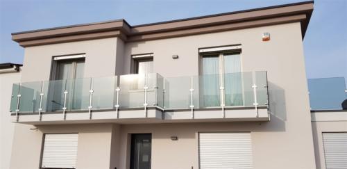 G13-Parapetto in vetro e montanti quadrati
