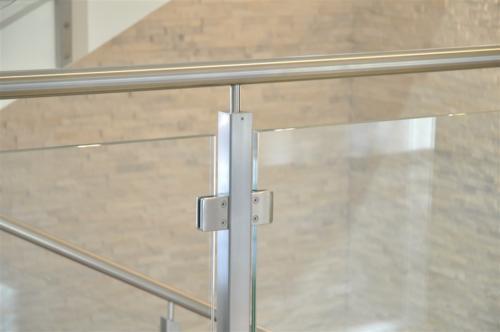 G141-Parapetto in vetro con montanti