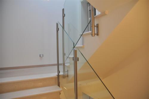 G52-Parapetto scala vetro sagomato