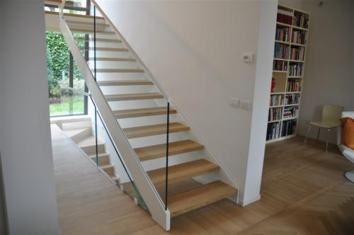M05-Scala con gradini in legno