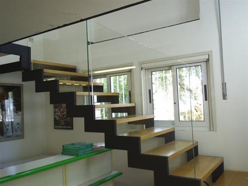 M43-Scala con cosciale sagomato e gradini in legno