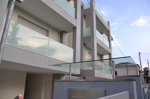 O13-Tettoia moderna in vetro