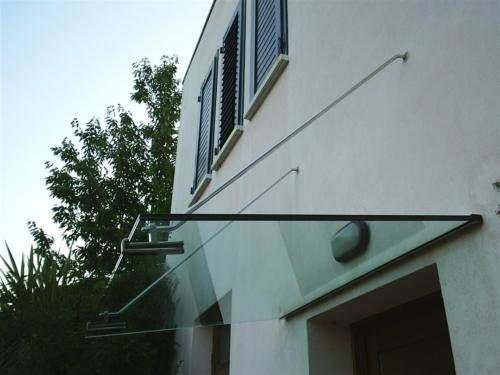 O16-Tettoia in vetro con accessori in acciaio